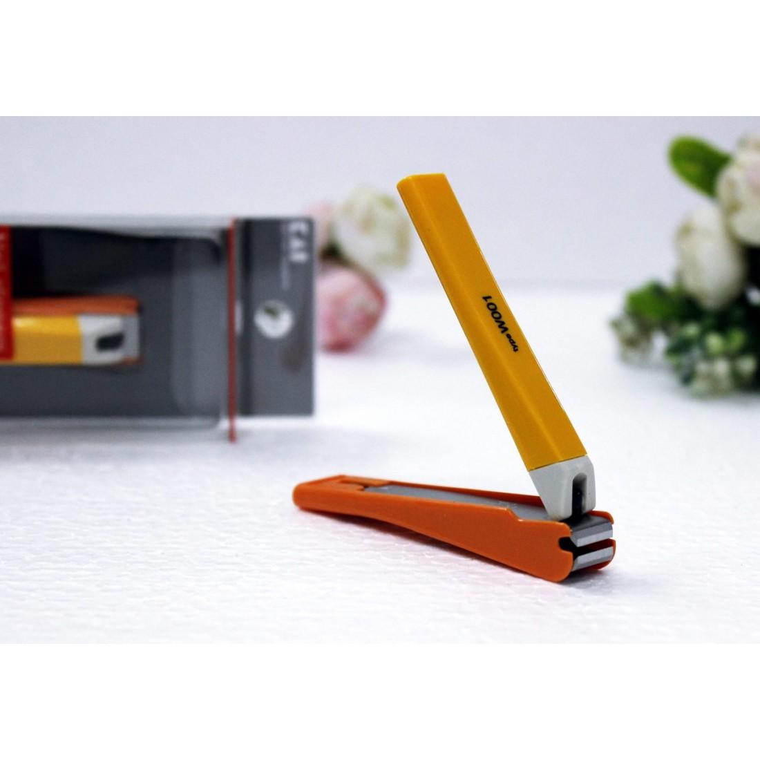 Bấm móng tay thân nhựa KAI (màu cam, cỡ trung)-Thế giới đồ gia