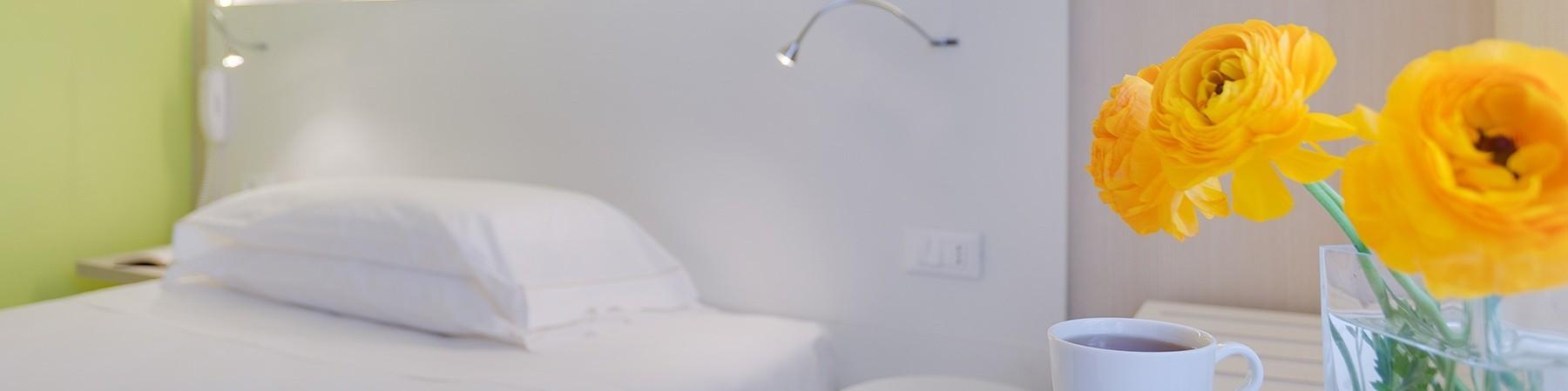 Nội thất phòng ngủ.Giường ngủ,chăn ga gối đệm,rèm mành,Két sắt an toàn